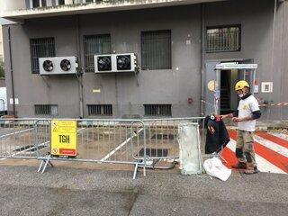 Installation du chantier en vue de la purge de façade à Toulon